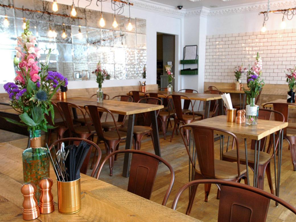 Moon & Sixpence dining room